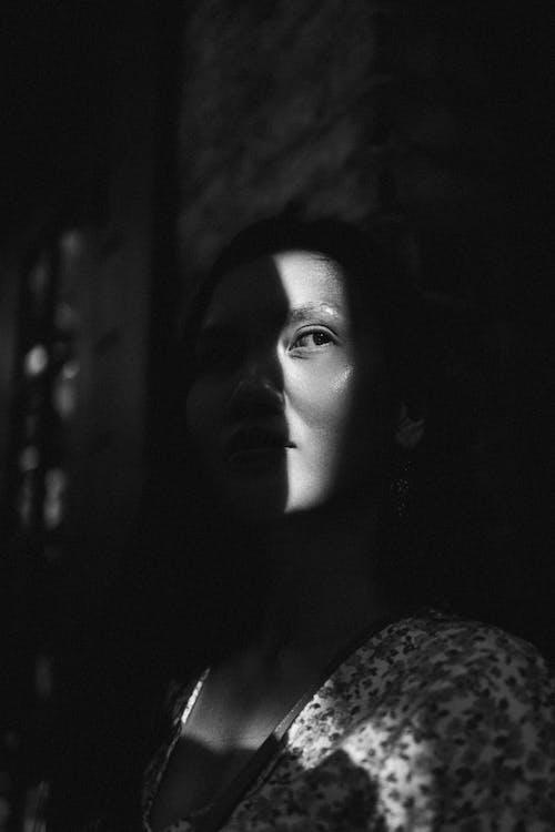Immagine gratuita di attraente, bellissimo, bianco e nero, bw
