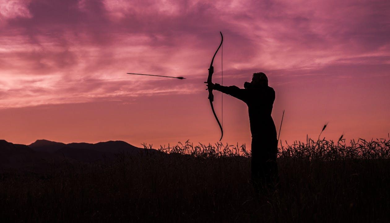 Orang Menembak Panah dari Busur