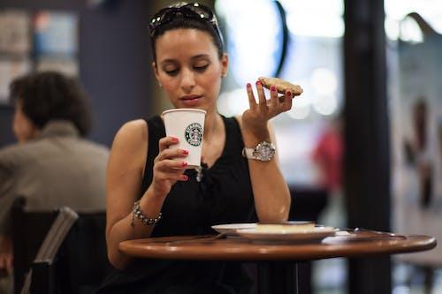 Foto profissional grátis de adulto, alimento, bebida, bebida de café