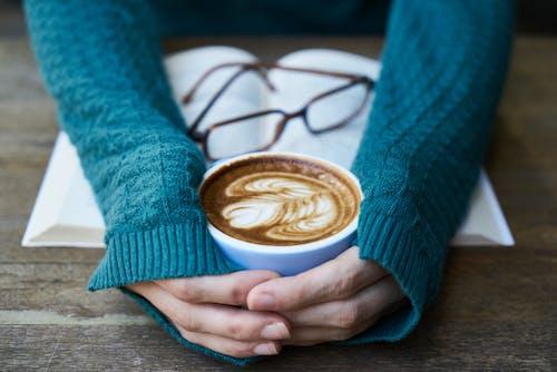 Kostnadsfri bild av cappuccino, dryck, espresso, glasögon