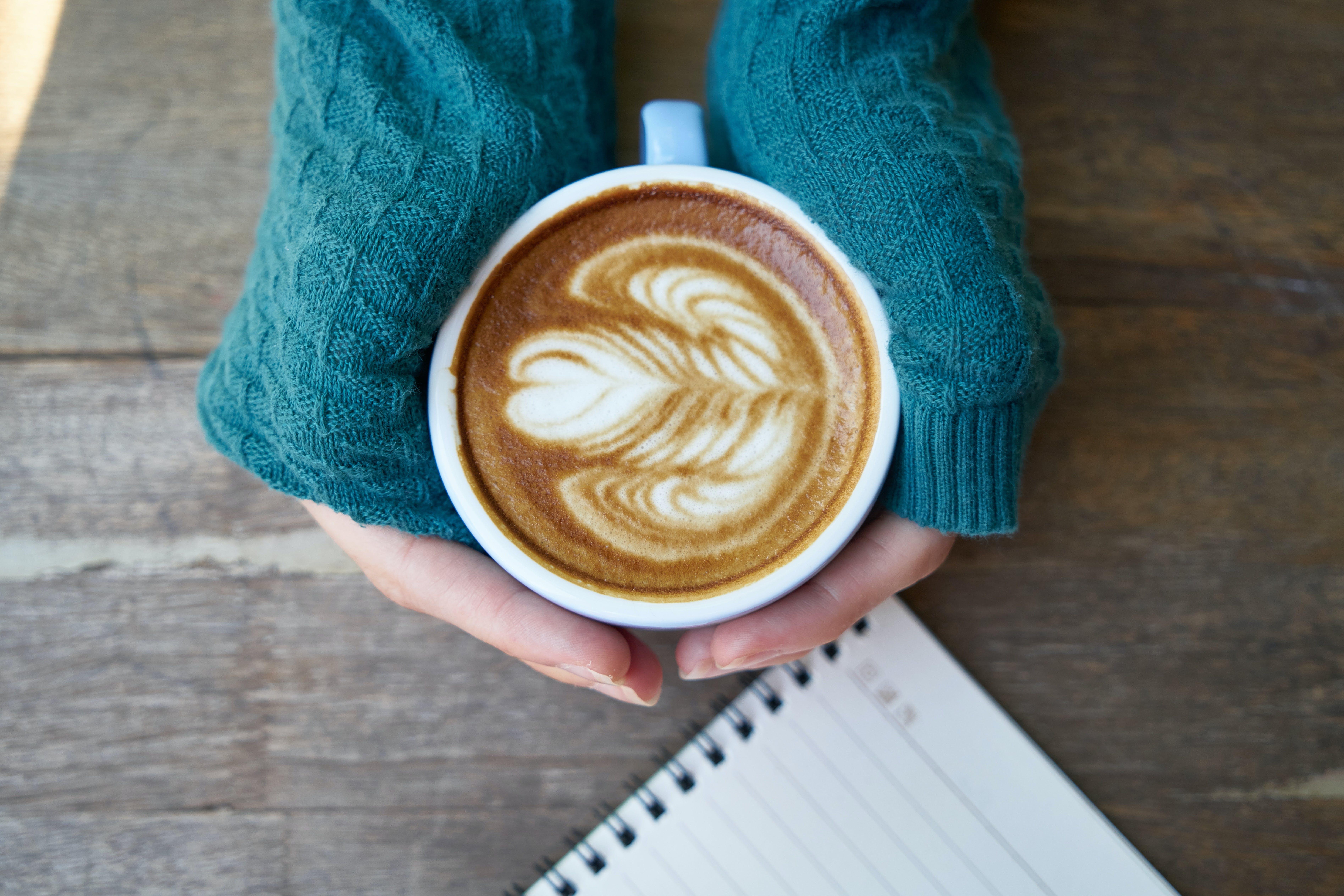 Foto d'estoc gratuïta de art, atractiu, cafè, caputxino