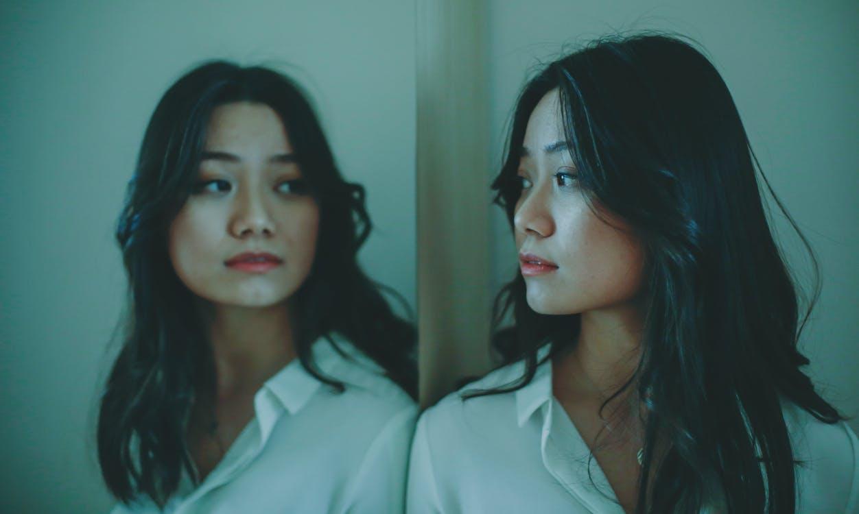 Безкоштовне стокове фото на тему «азіатська жінка, безтурботний, вдумливий»