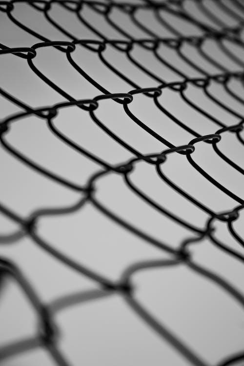 Бесплатное стоковое фото с барьер, безопасность, вертикальный, геометрия