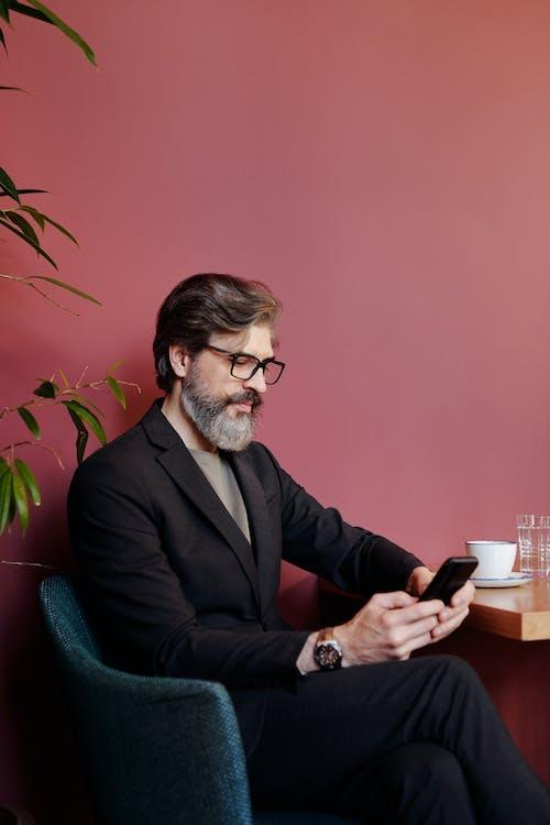 Kostenloses Stock Foto zu bärtiger mann, brille, business