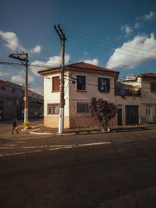 Foto d'estoc gratuïta de arquitectura, carrer, carretera, casa