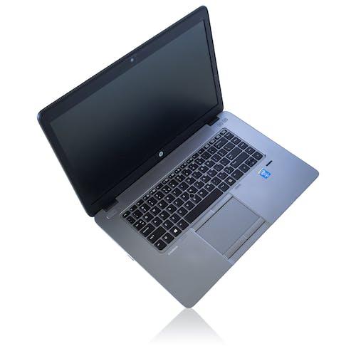 Foto profissional grátis de abrir, branco, caderno, computador