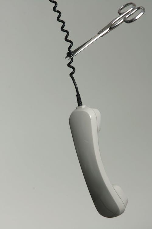 Ilmainen kuvapankkikuva tunnisteilla elektroniikka, johto, linjan katkaiseminen, mustavalkoinen