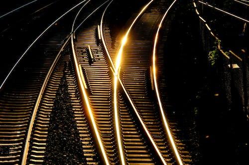 Foto profissional grátis de escuro, espaço de tempo, estação, estação de trem