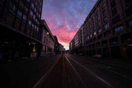 Základová fotografie zdarma na téma architektura, auto, budova, centrum města