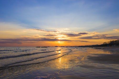 Бесплатное стоковое фото с вечер, вода, волны, закат