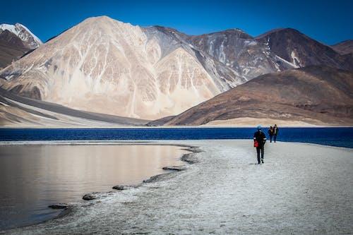 Бесплатное стоковое фото с вода, высокий, горный пик, горы
