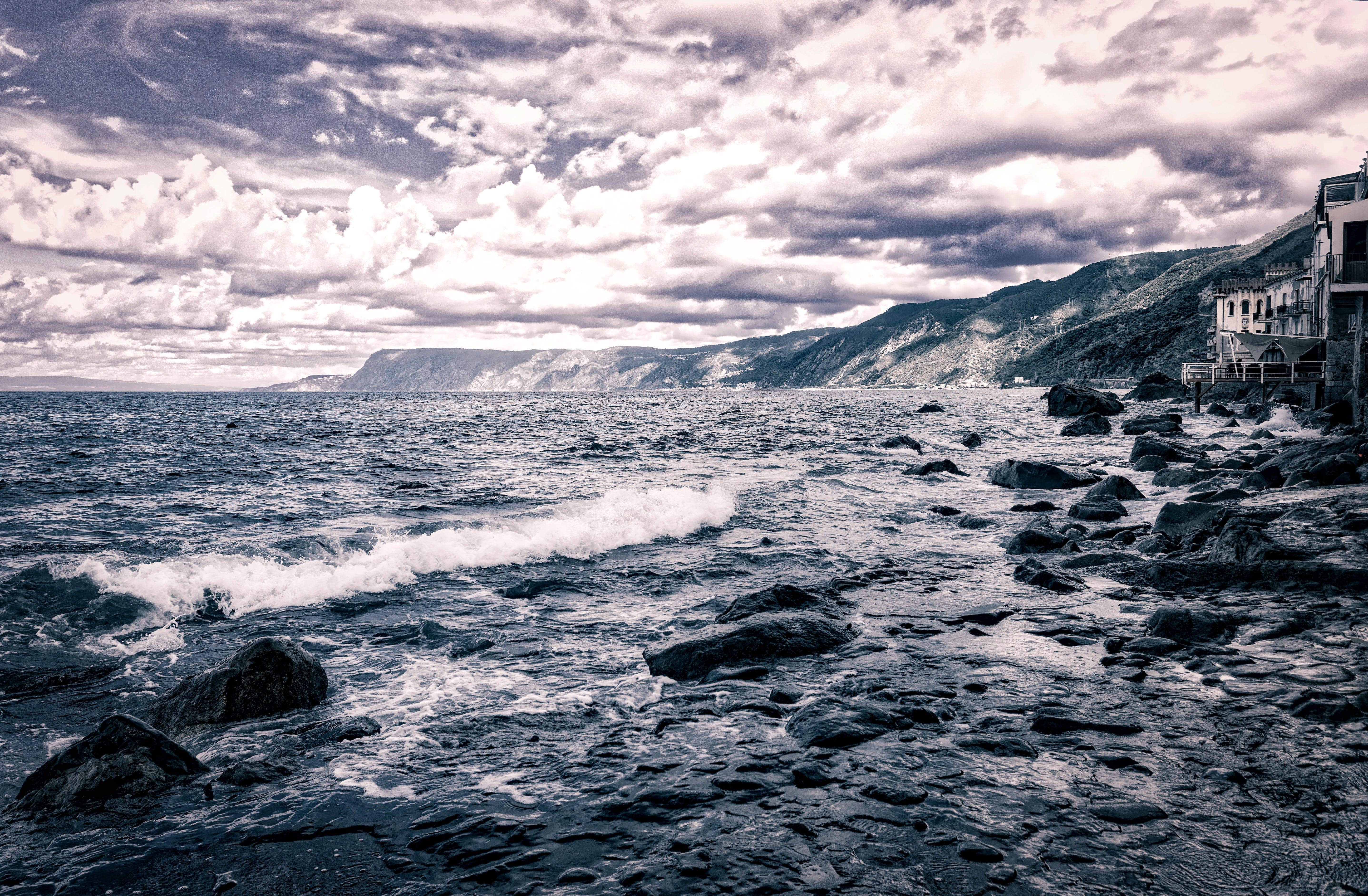 Foto stok gratis air, angin, awan, batu