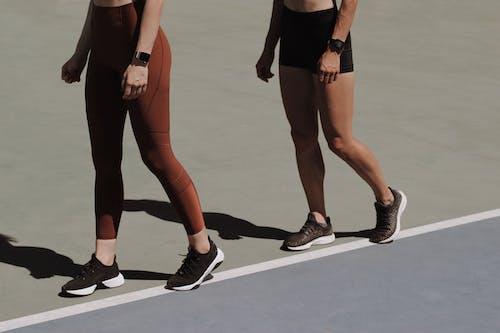 Foto profissional grátis de 20-25 anos de idade mulher, adulto, andando, atividade física