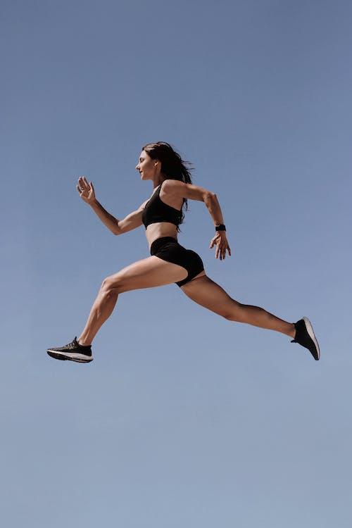 Gratis lagerfoto af 20-25 år gammel kvinde, action energi, adræthed