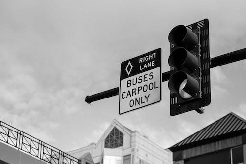Gratis lagerfoto af annoncere, arkitektur, bjælke, bus