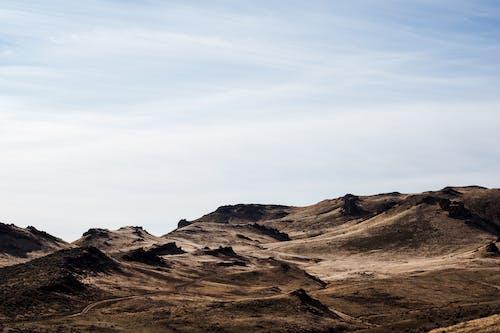 Gratis lagerfoto af atmosfære, betagende, bjerg, brun