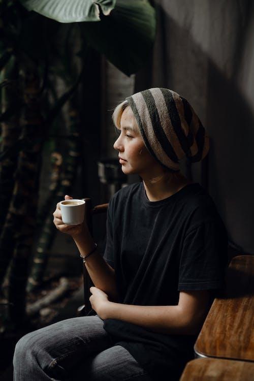 Immagine gratuita di androgino, Asiatico, bar, berretto
