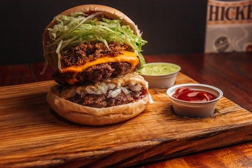 Gratis arkivbilde med bacon, carne, cheeseburger
