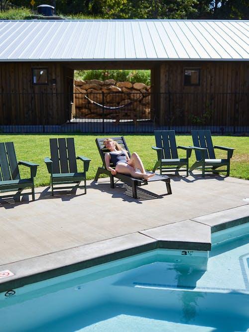 Kostenloses Stock Foto zu anonym, anonymous, ausruhen, badeanzug