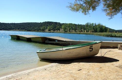 Kostenloses Stock Foto zu aussicht, berge, boot, see