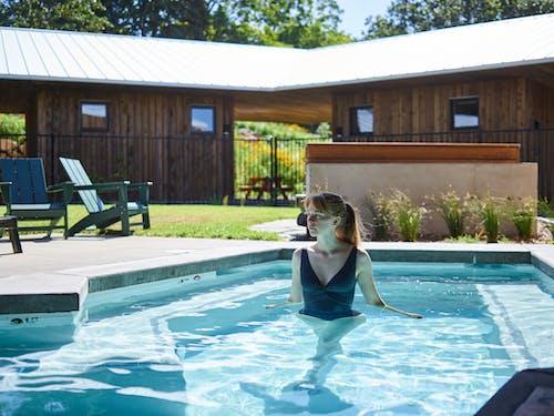 Kostenloses Stock Foto zu ausruhen, badeanzug, badebekleidung