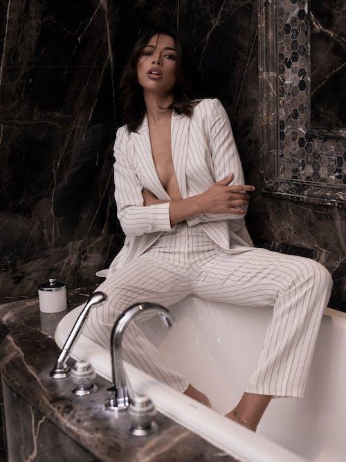 Imagine de stoc gratuită din baie, cadă de baie, costum