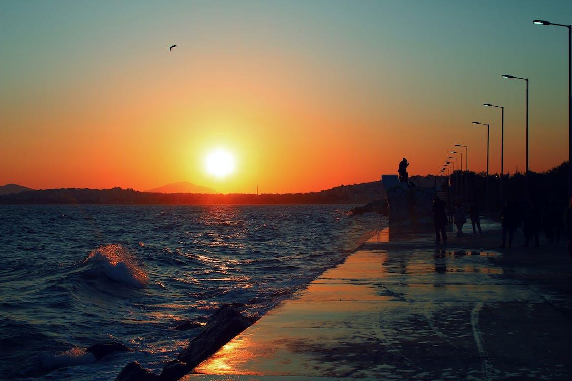 amanecer, dice adiós, dice hola