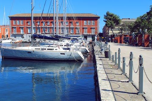 Бесплатное стоковое фото с голубой, город, день, лодка