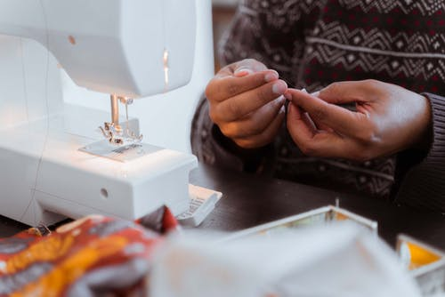 Crop black tailor with threading sewing machine