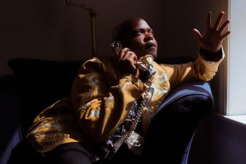 Darmowe zdjęcie z galerii z afroamerykanin, apartament, chłopak