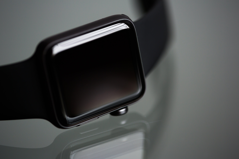 Kostenloses Stock Foto zu apfel-uhr-serie 2, ausdruckloses gesicht, fitness-tracker, smart watch
