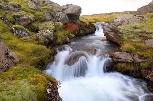 Бесплатное стоковое фото с валуны, водопад, длинная экспозиция