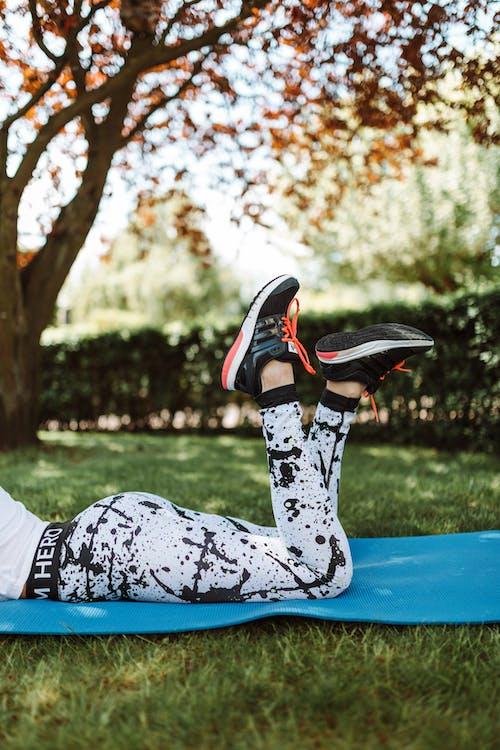 Gratis stockfoto met activewear, benen, leggings