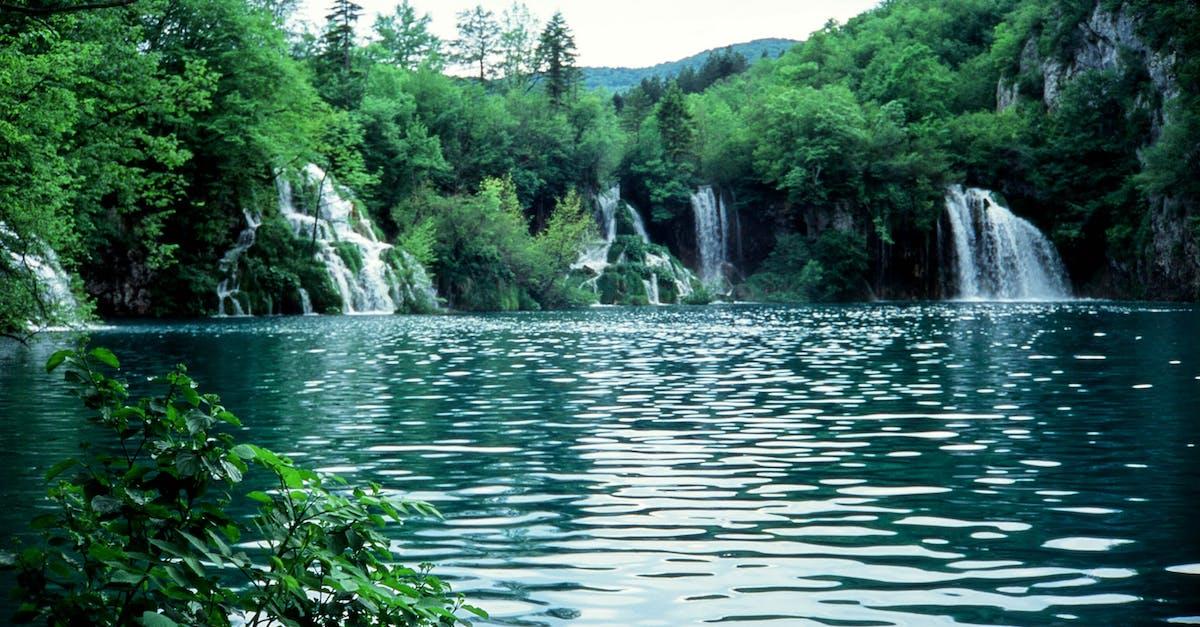 эффект картинки водоемов с водопадом комплекс