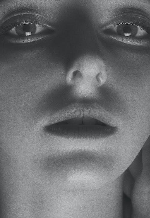 Darmowe zdjęcie z galerii z девушка, монохромный, ретро