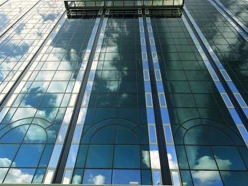 Foto profissional grátis de arquitetura, arranha-céu, construção, copo