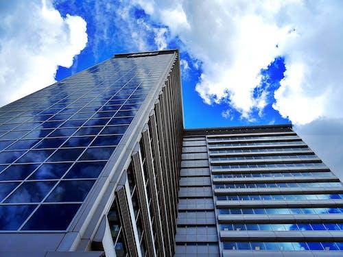 Gratis stockfoto met architectuur, flat, gebouw, gezichtspunt