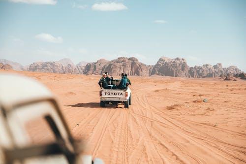 Бесплатное стоковое фото с toyota, автомобиль, активный отдых, внедорожный
