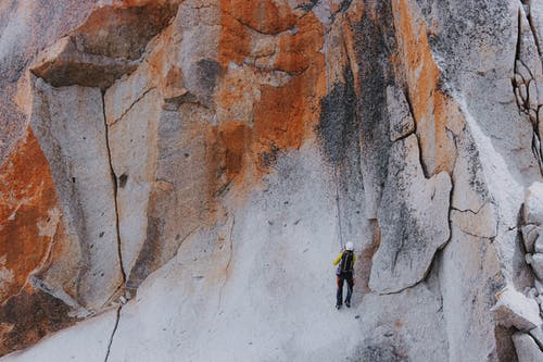 Fotos de stock gratuitas de actividad, adrenalina, al aire libre, alpinista