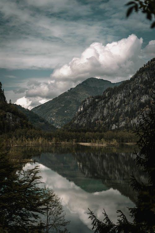 Gratis lagerfoto af bjerg, dagslys, dal, flod