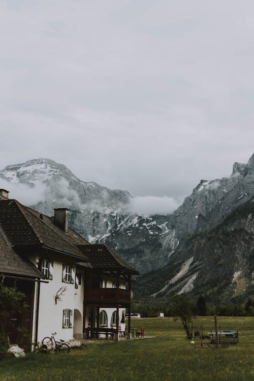 Gratis lagerfoto af arkitektur, bjerg, bungalow, bygning