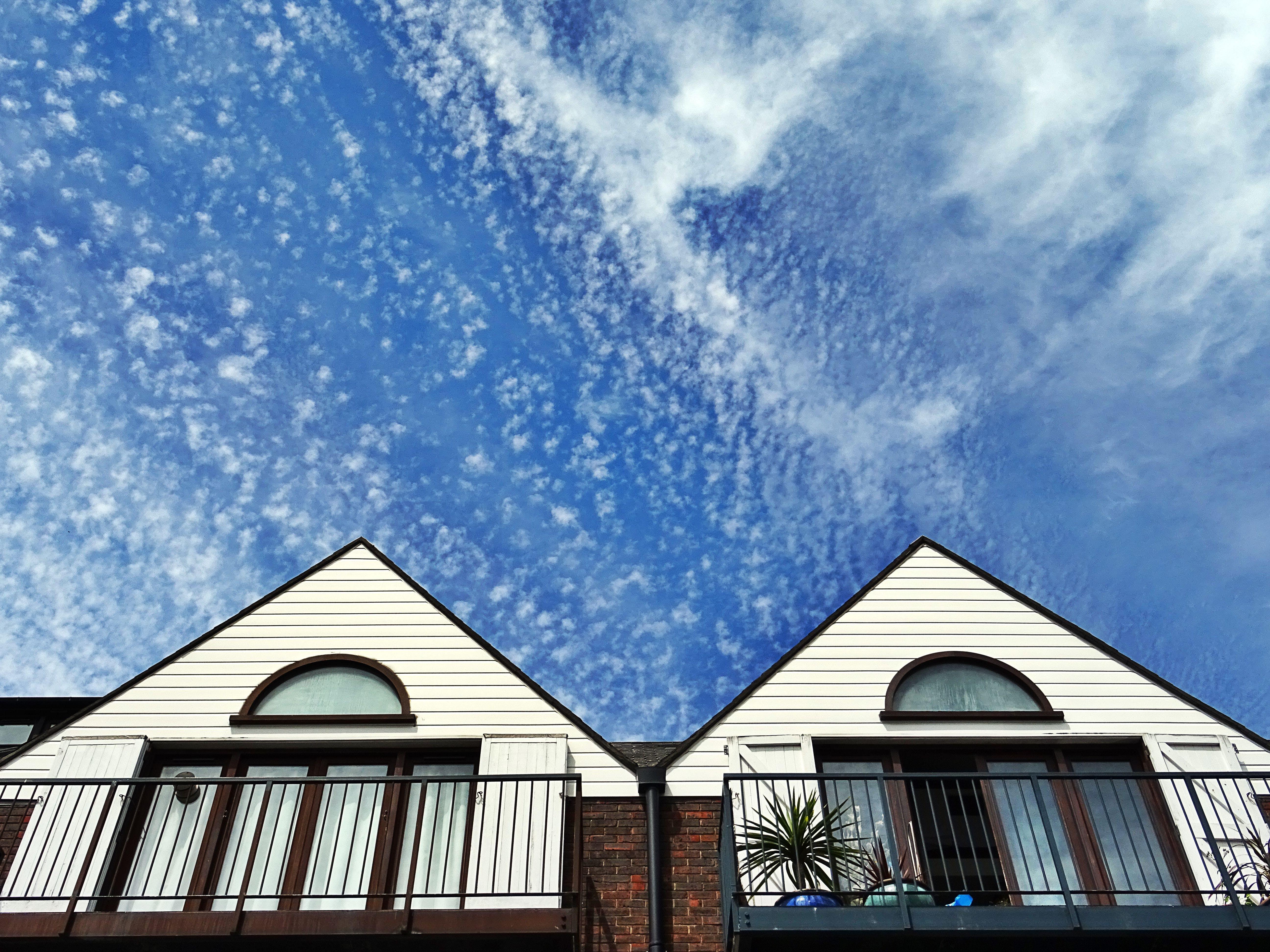 Foto stok gratis Arsitektur, bangunan, bidikan sudut sempit, langit
