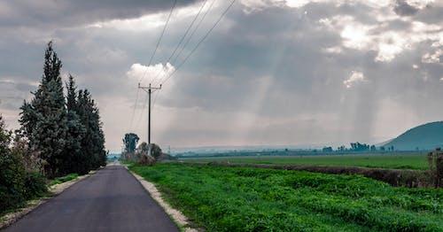 Darmowe zdjęcie z galerii z boiska, chmury, droga, krajobraz