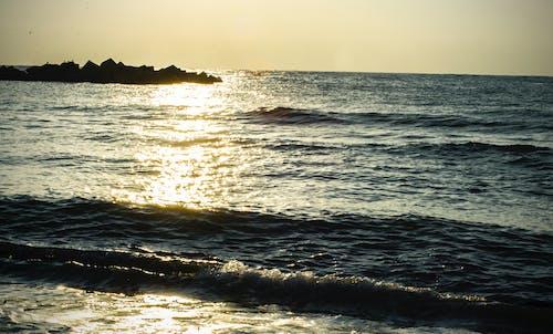 Darmowe zdjęcie z galerii z morze, plaża, wschód słońca