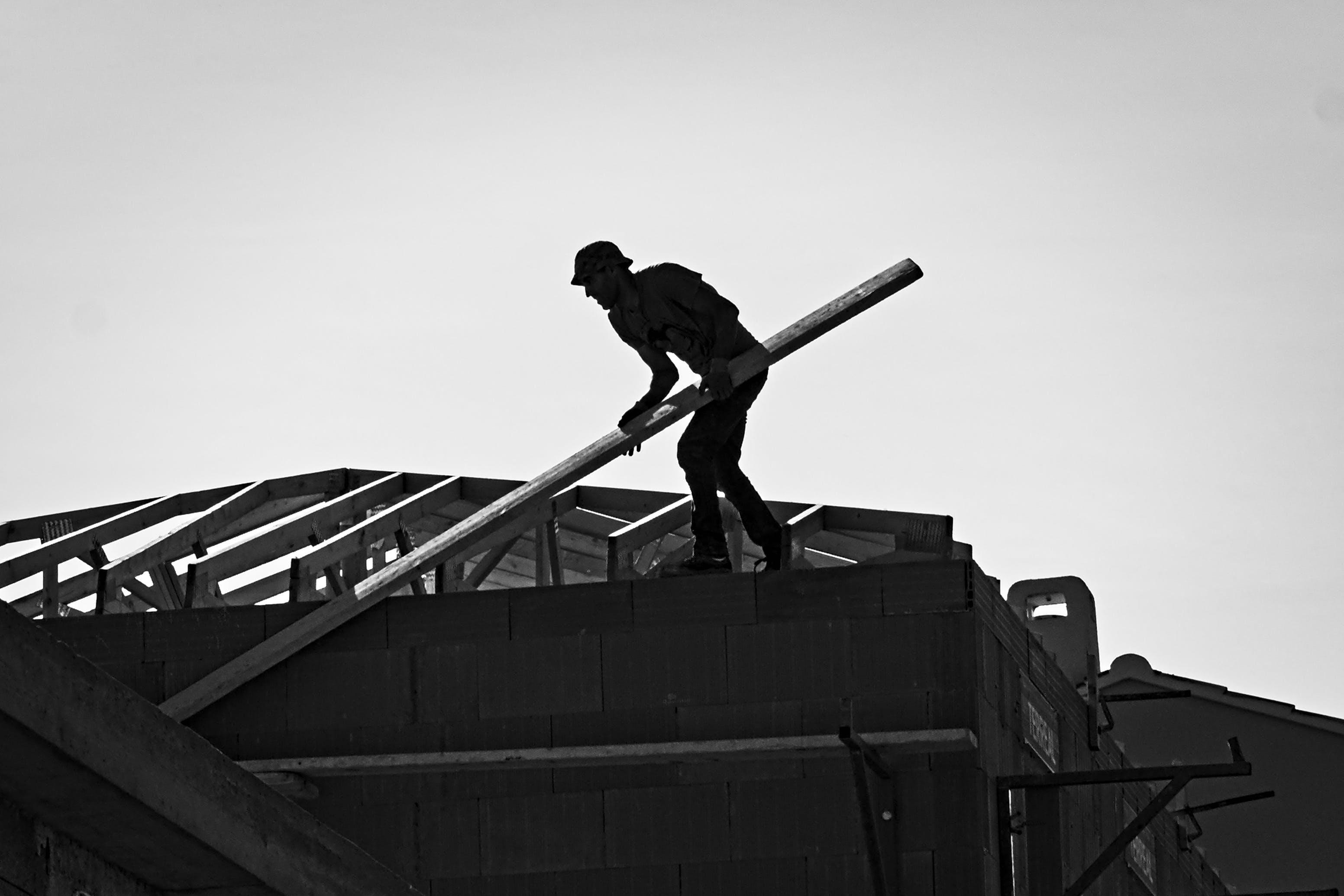 Free stock photo of équilibriste, charpentier, monochrome, noir et blanc