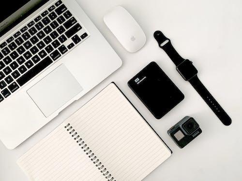 Kostnadsfri bild av anteckningsblock, anteckningsbok, arbetsplats