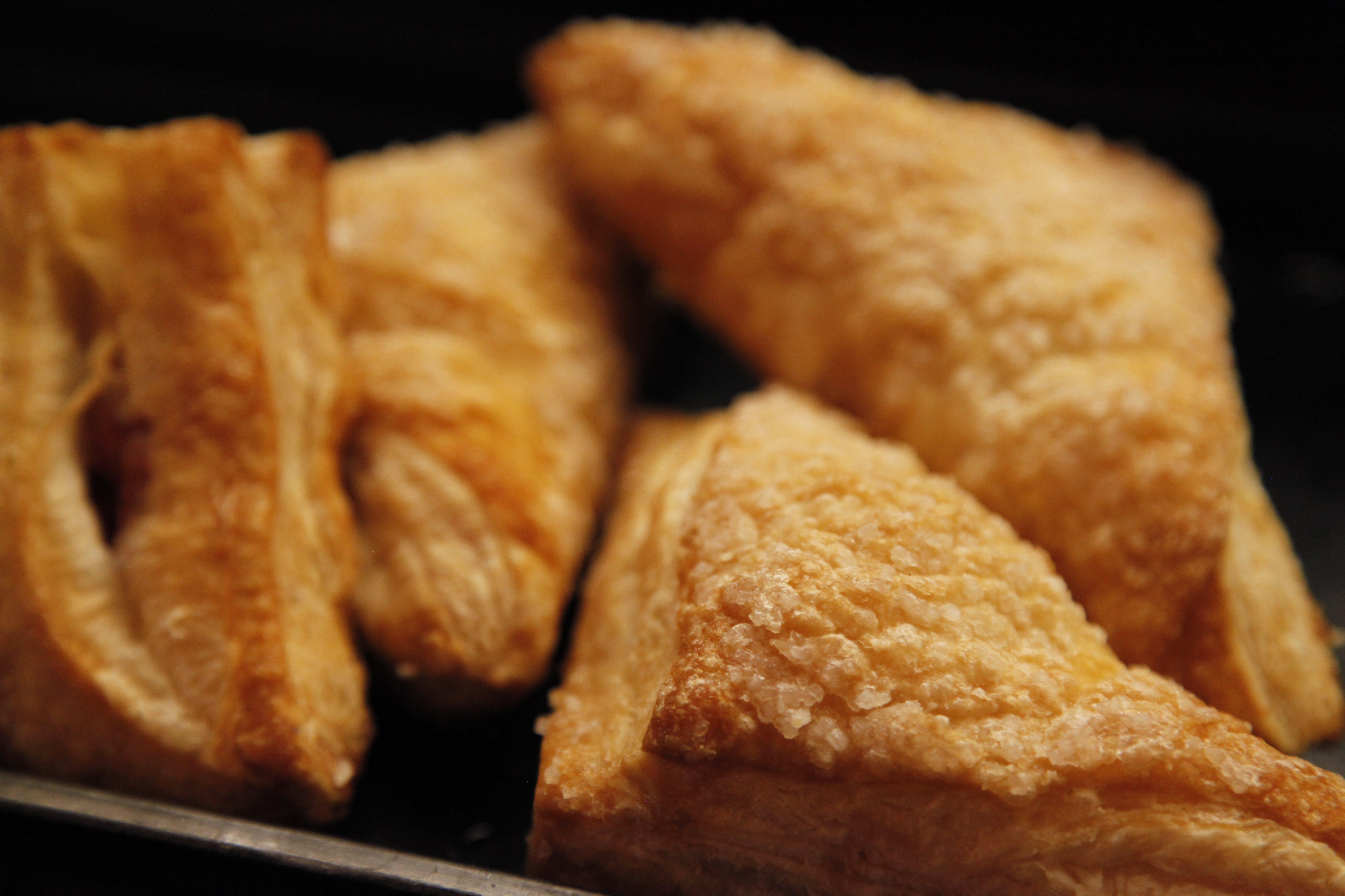 Fotobanka sbezplatnými fotkami na tému chlieb, chutný, croissanty, cukor