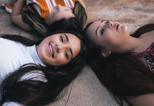 Fotobanka sbezplatnými fotkami na tému adolescencia, bruneta, byť spolu, dieťa