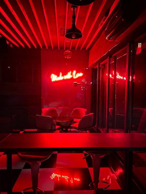 Fotos de stock gratuitas de arte de neón, bar cafetería, interior, interior brillante