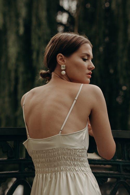 Foto stok gratis anting-anting, belakang, cantik alami, fashion